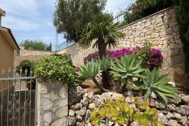 Bild 5: Großzügige und rustikale Villa unweit vom Stadtzentrum mit 3 Wohneinheiten auf ca. 265 q...