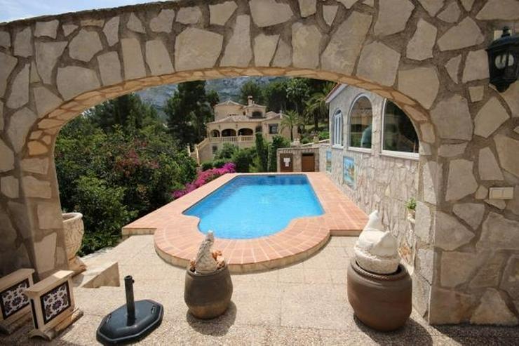 Bild 2: Großzügige und rustikale Villa unweit vom Stadtzentrum mit 3 Wohneinheiten auf ca. 265 q...