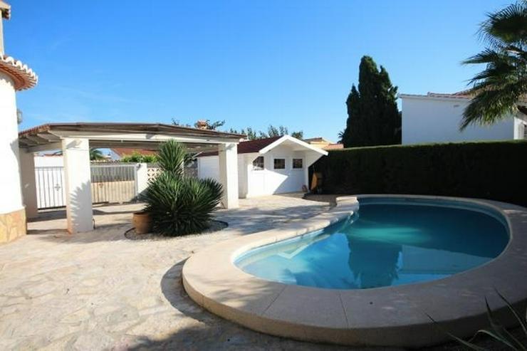 Bild 4: Charmante Villa mit 3 Schlafzimmern, 2 großen Bädern, Pergola, Pool und Holzhaus in Els ...