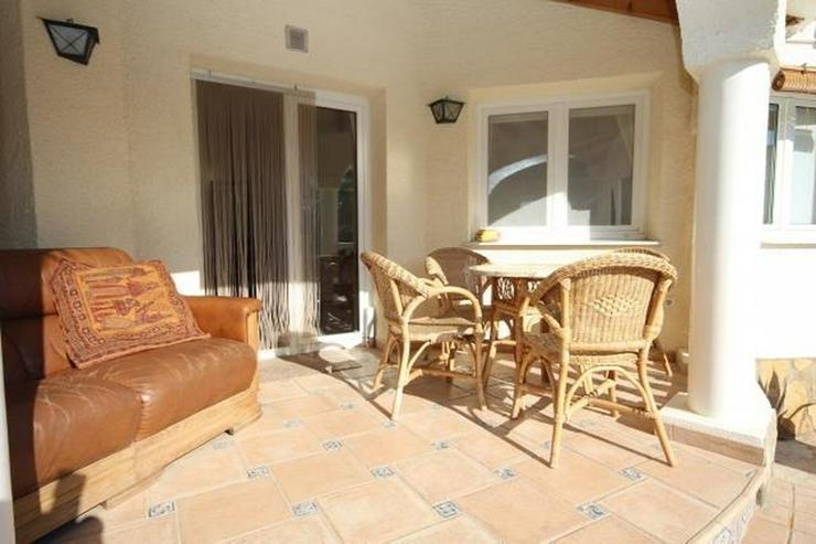 Bild 5: Charmante Villa mit 3 Schlafzimmern, 2 großen Bädern, Pergola, Pool und Holzhaus in Els ...