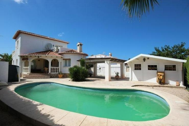 Charmante Villa mit 3 Schlafzimmern, 2 großen Bädern, Pergola, Pool und Holzhaus in Els ... - Haus kaufen - Bild 1