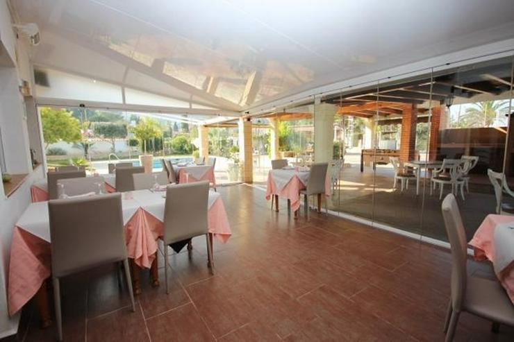 Bild 2: Beliebtes Speiselokal mit 2 Wohnungen, Wintergarten, BBQ, Pool, Tennisplatz, Kinderspielpl...