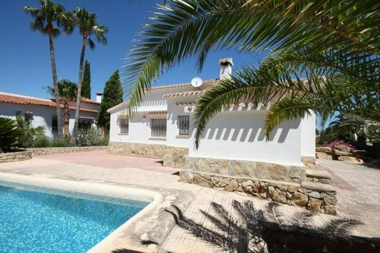 Bild 2: Stadtnahe 2 Schlafzimmer Villa mit Pool und Garage in ruhiger Wohnlage nahe Denia.
