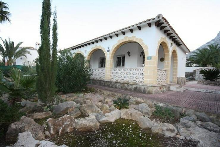 Bild 3: Stadtnahe 2 Schlafzimmer Villa mit Pool und Garage in ruhiger Wohnlage nahe Denia.