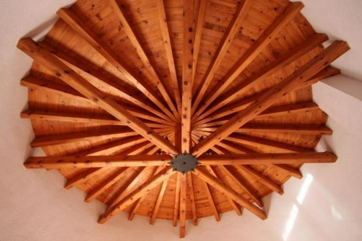 Bild 5: Luxus-Villa für Liebhaber von Holz und Tischlereiarbeiten mit Pool, 4 Schlafzimmer, Zentr...