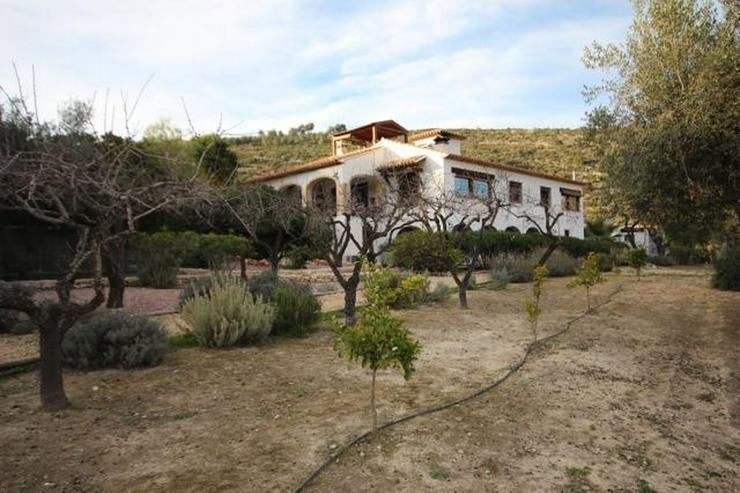 Schönes Anwesen mit herrlichem Bergblick, 4-5 Schlafzimmer, mit großem Pool, Grill, voll... - Haus kaufen - Bild 1