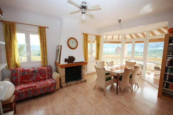 Bild 5: Gepflegte Villa mit viel Raumangebot, Garage, ZH, Pool, sonnig und privat gelegen mit trau...