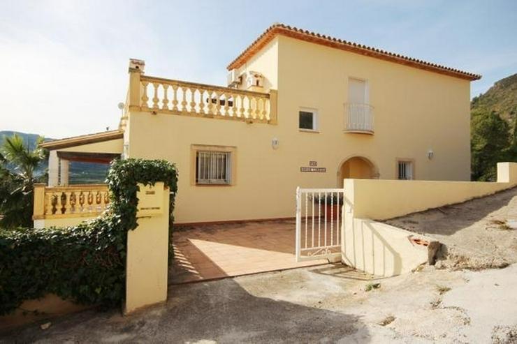 Bild 4: Gepflegte Villa mit viel Raumangebot, Garage, ZH, Pool, sonnig und privat gelegen mit trau...