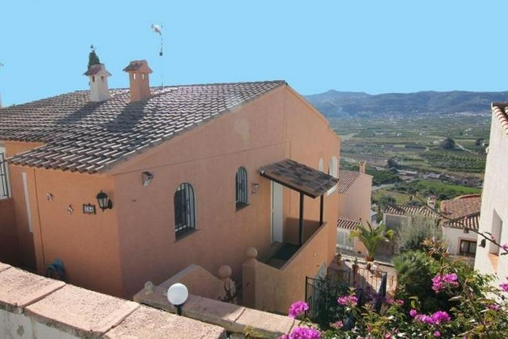 Schöne, gepflegte Doppelhaushälfte mit atemberaubenden Panoramablick in Sanet y Negrals - Haus kaufen - Bild 1
