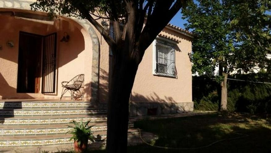 Bild 2: Villa mit zwei Schlafzimmern auf 400 qm Grundstück mit Pool in Els Poblets nur 900 Meter ...