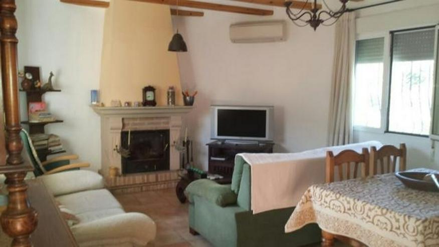 Bild 4: Villa mit zwei Schlafzimmern auf 400 qm Grundstück mit Pool in Els Poblets nur 900 Meter ...