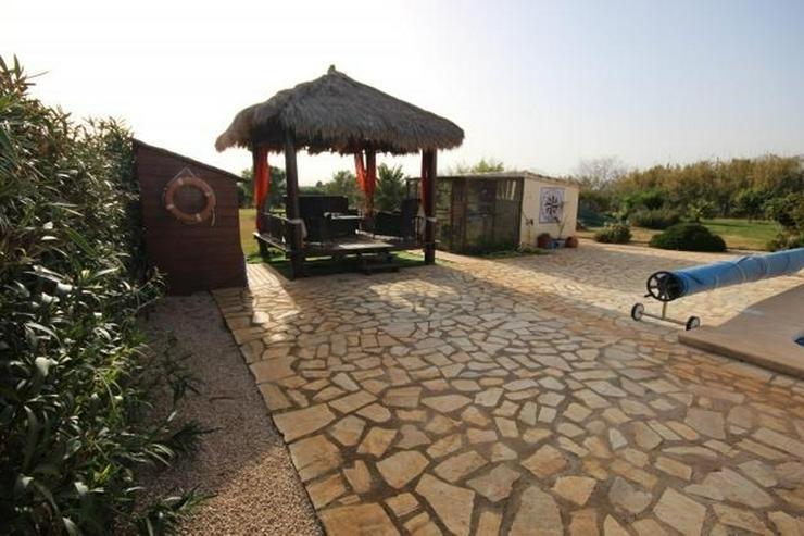 Bild 3: Traumhafte Villa mit Pool in Pedreguer, 6 Zimmer, 4 Bäder, Bergblick, Kamin, Alarmanlage,...