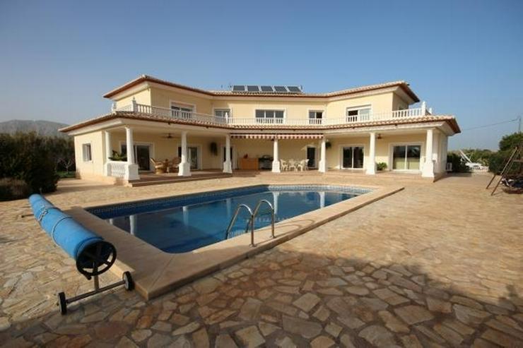 Traumhafte Villa mit Pool in Pedreguer, 6 Zimmer, 4 Bäder, Bergblick, Kamin, Alarmanlage,... - Haus kaufen - Bild 1