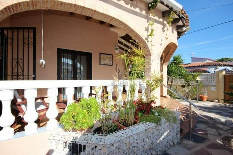 Bild 3: Gepflegte Villa mit Gemeinschaftspool, 3 Schlafzimmer, 2 Badezimmer, Kamin und Klimaanlage...