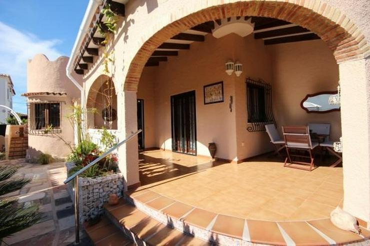 Bild 5: Gepflegte Villa mit Gemeinschaftspool, 3 Schlafzimmer, 2 Badezimmer, Kamin und Klimaanlage...