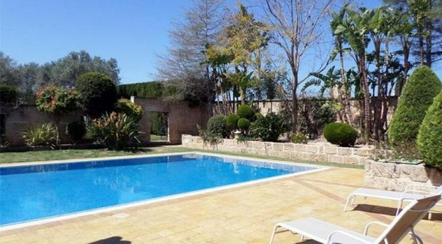 Bild 2: Eindrucksvolles Landhaus mit 12x6 m Pool und Blick auf mediterraner Landschaft, 7 Schlafzi...