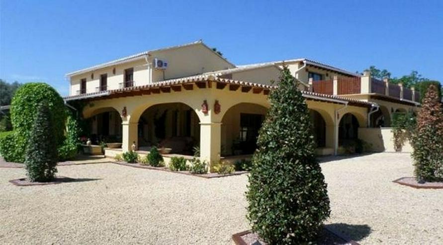 Bild 4: Eindrucksvolles Landhaus mit 12x6 m Pool und Blick auf mediterraner Landschaft, 7 Schlafzi...