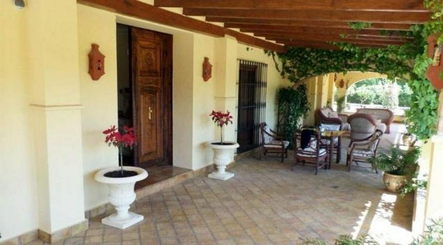 Bild 3: Eindrucksvolles Landhaus mit 12x6 m Pool und Blick auf mediterraner Landschaft, 7 Schlafzi...