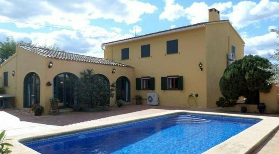 Authentisches gepflegtes spanisches Landhaus mit 10x4 m Pool, 3 Schlafzimmer, 5 Badezimmer... - Bild 1