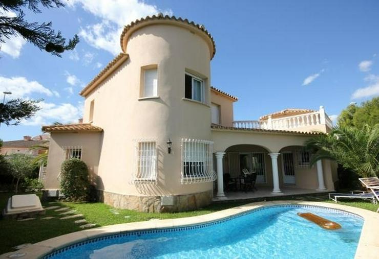 Makellose Villa mit Pool in bester Ausstattung und sehr hochwertiger Möblierung nur 30 Me... - Bild 1