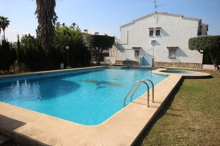 Bild 3: Reihenhaus 200 Meter entfernt von Els Poblets mit 2 Schlafzimmern, Bad, Kamin und Pool.