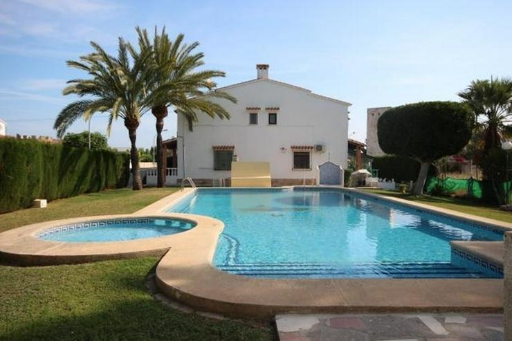 Reihenhaus 200 Meter entfernt von Els Poblets mit 2 Schlafzimmern, Bad, Kamin und Pool. - Haus kaufen - Bild 1