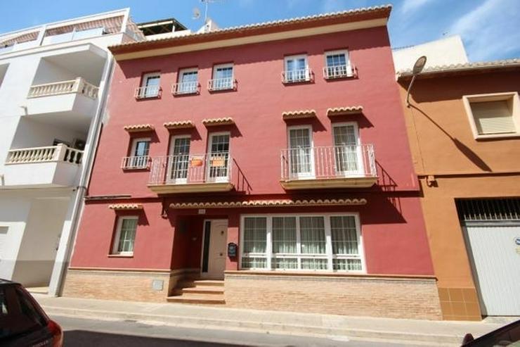 Großes, hochwertig ausgestattetes Stadthaus mit 5 Schlafzimmern, Patio, Heizung etc. - Haus kaufen - Bild 1