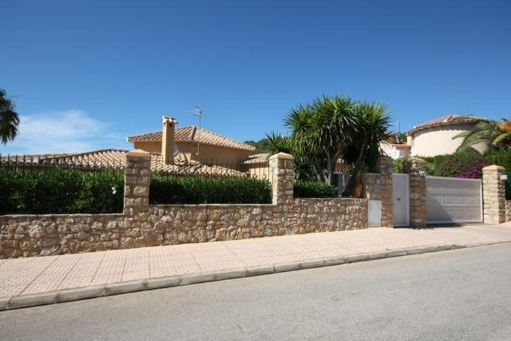 Bild 3: Großzügige Villa mit 2 WE, 3 SZ, 3 BZ, Klima, 8x4 m Pool und traumhaftem Burg- und Meerb...