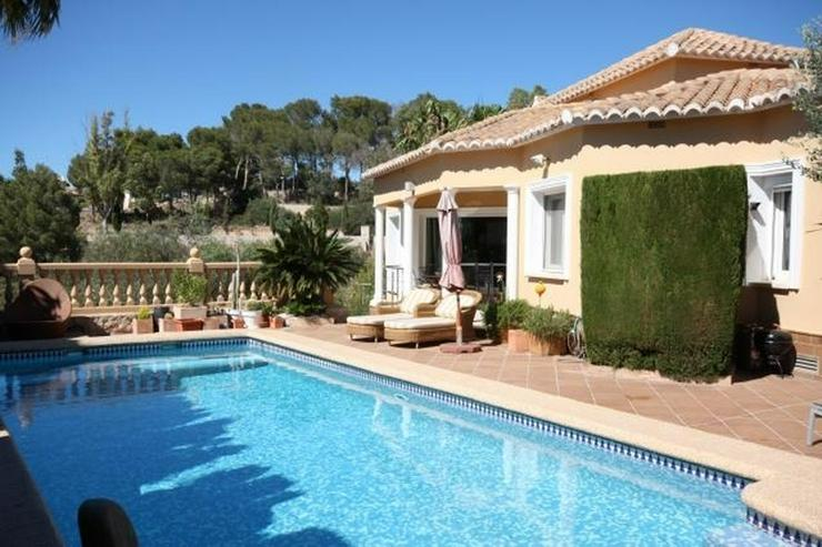 Bild 4: Großzügige Villa mit 2 WE, 3 SZ, 3 BZ, Klima, 8x4 m Pool und traumhaftem Burg- und Meerb...
