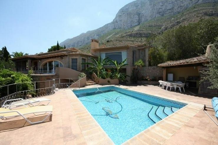 villa in denia mit kaum zu bertreffendem meerblick in denia spanien auf. Black Bedroom Furniture Sets. Home Design Ideas