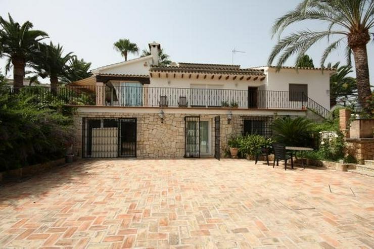 Bild 3: Großzügige, stadtnahe 6 Schlafzimmer Villa mit Pool in ruhiger Lage nahe Denia