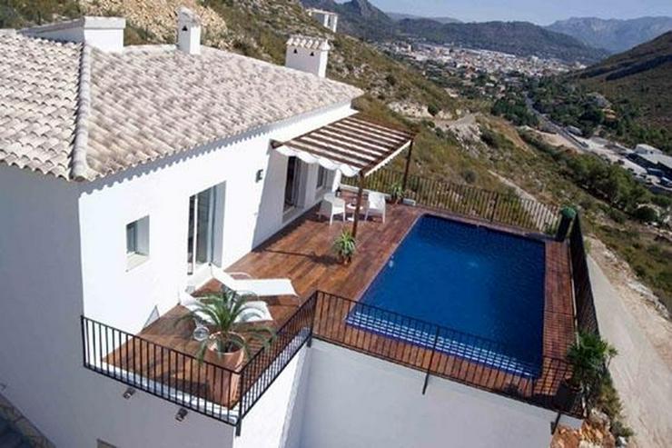 Moderne Villa mit Ausblick in schöner Lage - Haus kaufen - Bild 1
