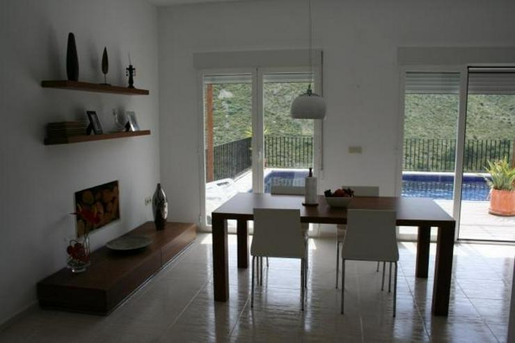 Bild 4: Moderne Villa mit Ausblick in schöner Lage