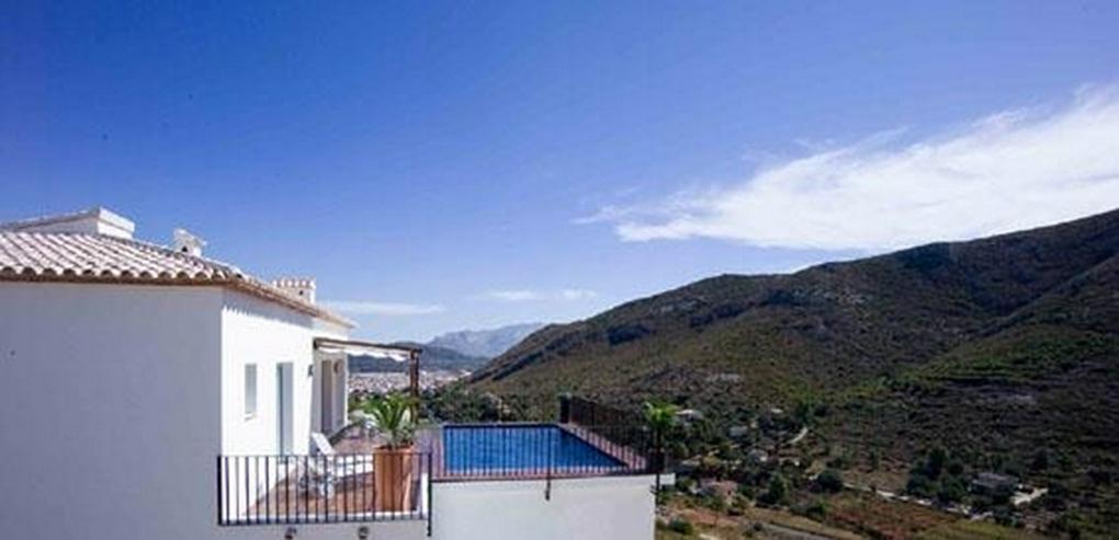 Bild 2: Moderne Villa mit Ausblick in schöner Lage