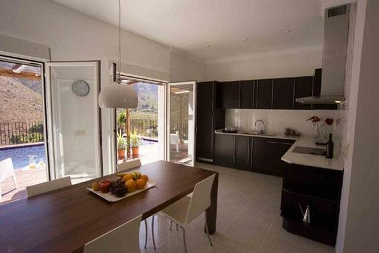 Bild 3: Moderne Villa mit Ausblick in schöner Lage