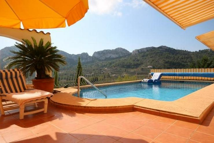 Bild 2: Hochwertig ausgestattete Villa mit herrlicher Aussicht auf das Meer und in die Berge, Saun...