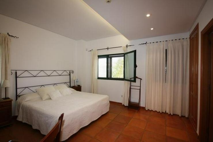 Bild 5: Hochwertige, 5 Schlafzimmer Villa mit Pool und Garage in stadtnaher Lage zu Denia