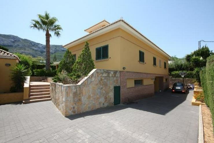 Bild 3: Hochwertige, 5 Schlafzimmer Villa mit Pool und Garage in stadtnaher Lage zu Denia