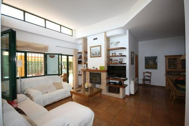 Bild 4: Hochwertige, 5 Schlafzimmer Villa mit Pool und Garage in stadtnaher Lage zu Denia