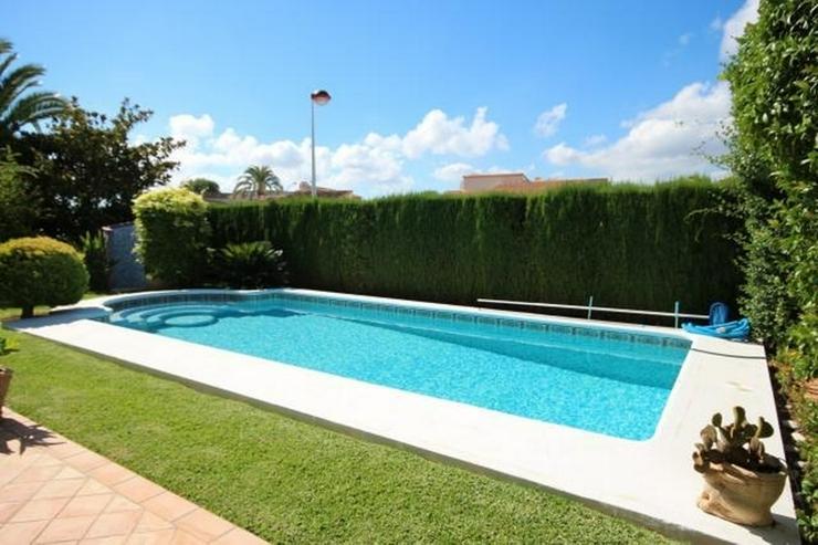 Bild 14: Gepflegte Villa mit traumhaftem Garten, Doppelgarage, Carport, WIGA, Fussbodenheizung, BBQ...