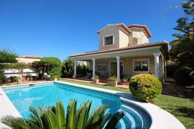 Gepflegte Villa mit traumhaftem Garten, Doppelgarage, Carport, WIGA, Fussbodenheizung, BBQ... - Haus kaufen - Bild 1