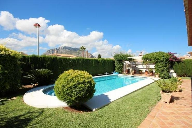 Bild 2: Gepflegte Villa mit traumhaftem Garten, Doppelgarage, Carport, WIGA, Fussbodenheizung, BBQ...