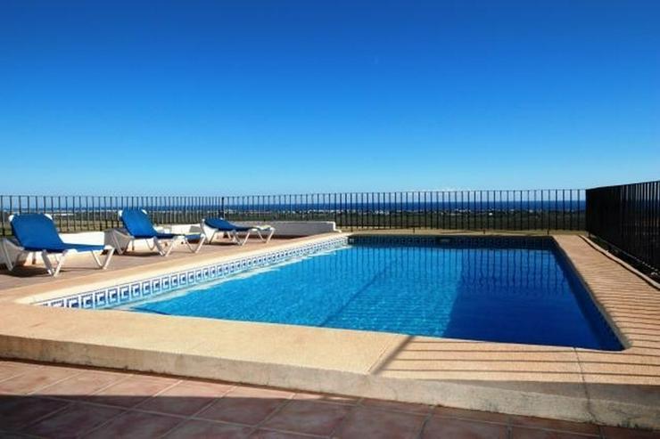 Bild 2: Villa mit 3 Schlafzimmer,Pool, große Terrasse und schönem Meerblick mit viel Ausbaupoten...