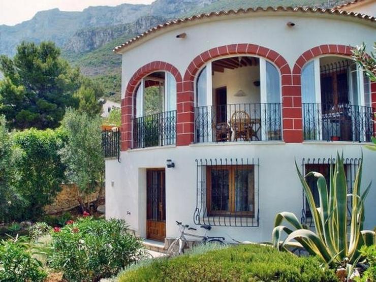 Bild 2: Ruhig gelegene 3 Schlafzimmer Villa mit herrlicher Fern / Meersicht
