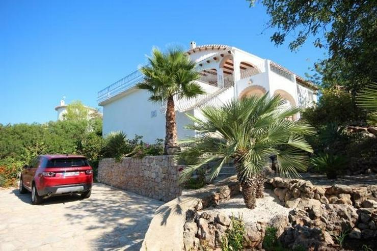 Bild 3: Sehr gepflegte Villa mit großem, privatem Grundstück am Monte Pego mit Pool, BBQ, Zentra...