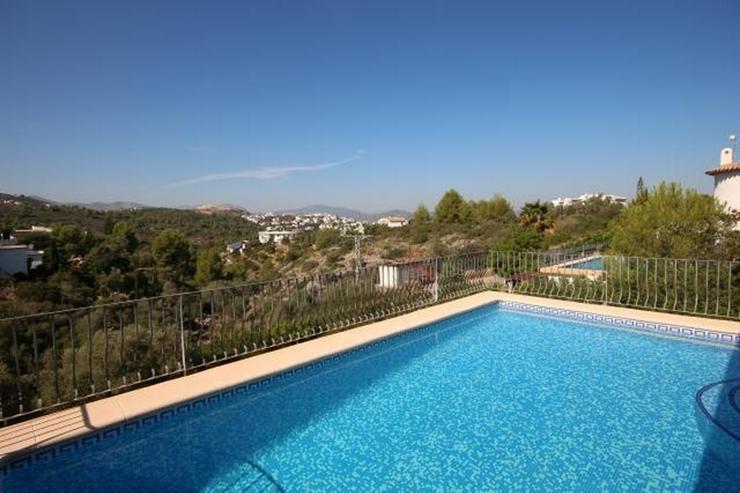 Bild 2: Sehr gepflegte Villa mit großem, privatem Grundstück am Monte Pego mit Pool, BBQ, Zentra...