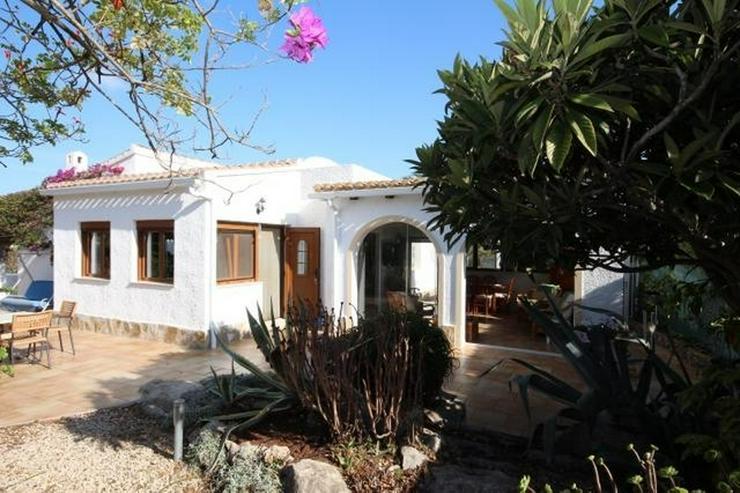 Bild 3: Villa in schöner Südlage mit Tageslicht-System und viel Platz innen und außen