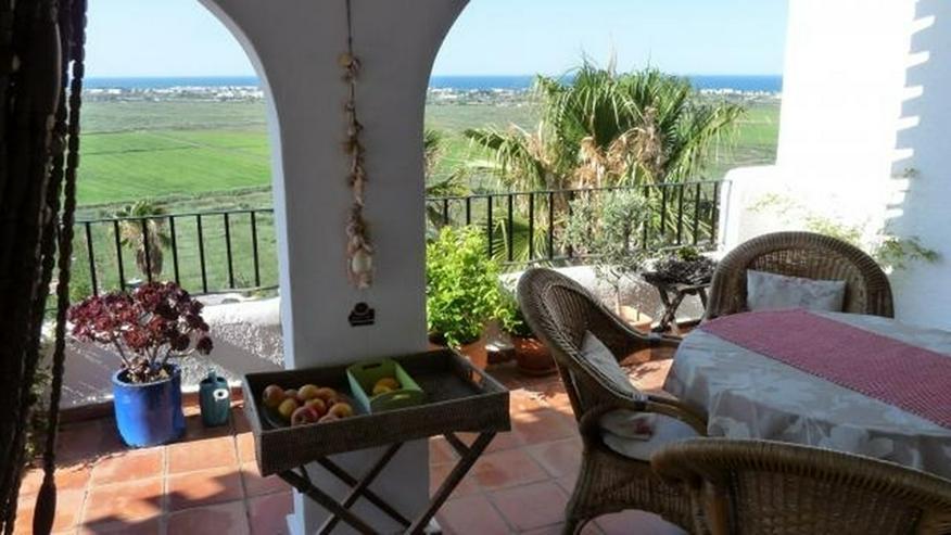 Bild 2: Gepflegte Villa mit Pool und spektakulärer Fernsicht über die Reisfeld bis zum Meer