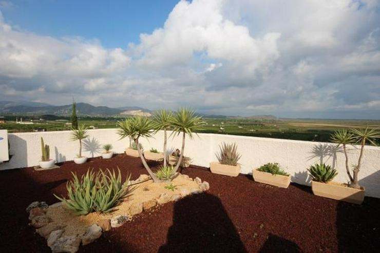 Bild 4: Modernes Apartment mit Panoramablick auf das Meer und eigenem Garten.