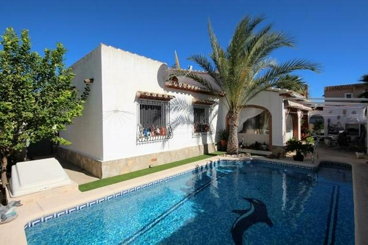 Bild 2: Meeresnahe Villa in Els Poblets, 6 Zimmer, Heizung, Kamin, Klima, Carport, Pool, BBQ